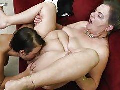 Horny vanaema fucks teismeliste tüdruk