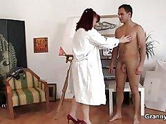 Horny vanaema mängud noor mees