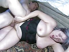 Oldnanny lihav vanaema on väga horny suur threesome